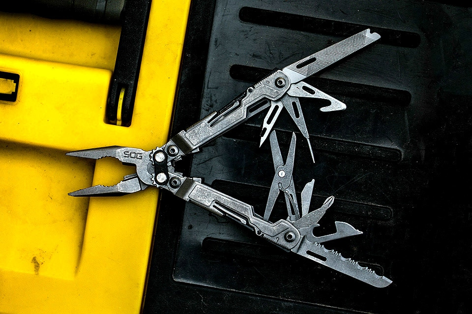 Large multi-tool unfolded