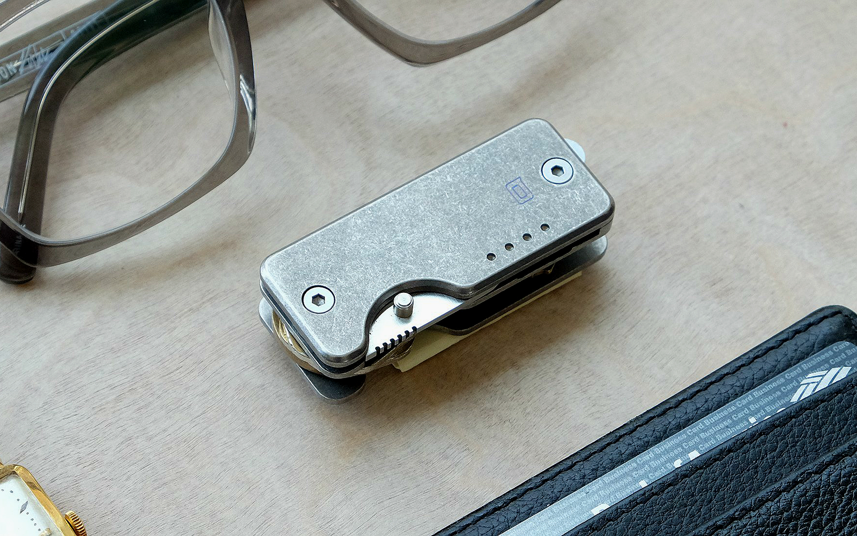 The Shorty Titanium Knife + Key Organizer