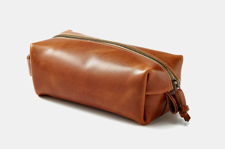 Flint and Tinder Full-Grain Leather Dopp Kit