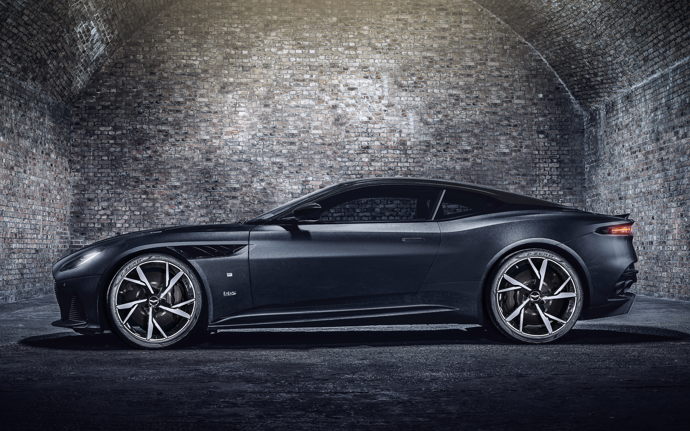 Aston Martin DBS Superleggera 007 Edition