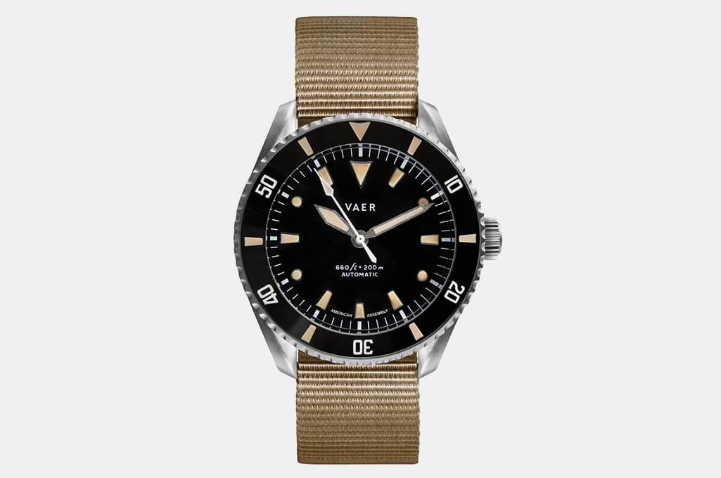 Vaer D5 Dive Watch